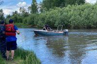 Тела двух детей, пропавших на воде, до сих пор ищут.