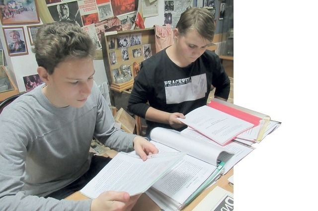 Восстановить факты из подлинной жизни партизанского отряда для студентов оказалось делом непростым, но интересным.