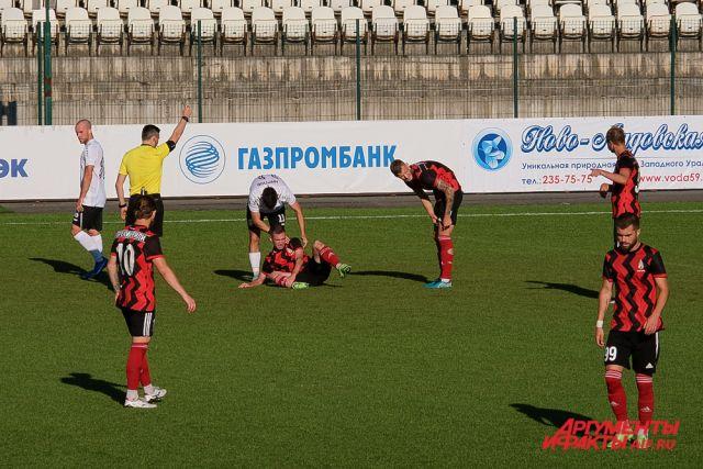 Встреча футбольных команд завершилась со счётом 2:3 в пользу гостей.