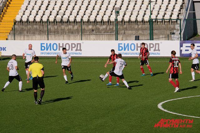 Подопечные Рустема Хузина проиграли первый домашний матч сезона
