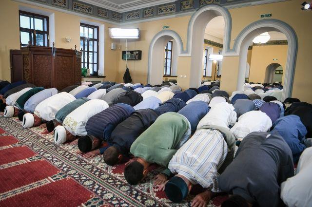 В этом году в мечети будут пускать не более 100 человек.