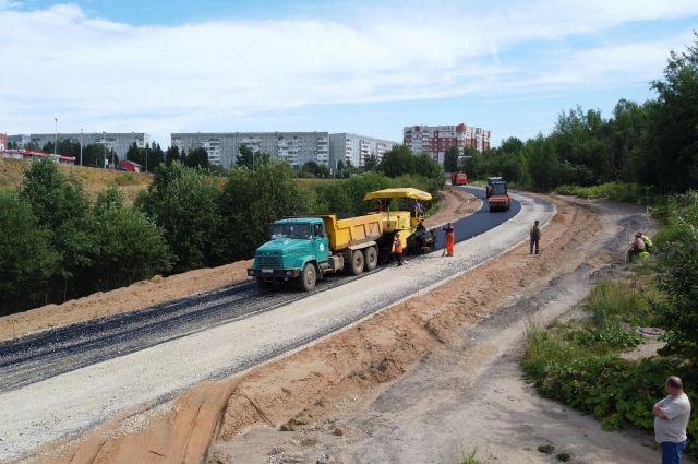 Работы сосредоточены в районе пересечения с Октябрьским проспектом близ ТРЦ «Макси».