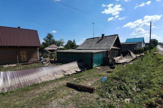 Десятки домов и машин пострадали от потопа.