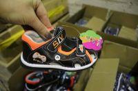 На складе таможенники обнаружили нелегальные товары на складе одного из предприятий города. Их произвели в Китае. Все — подделки известных брендов.