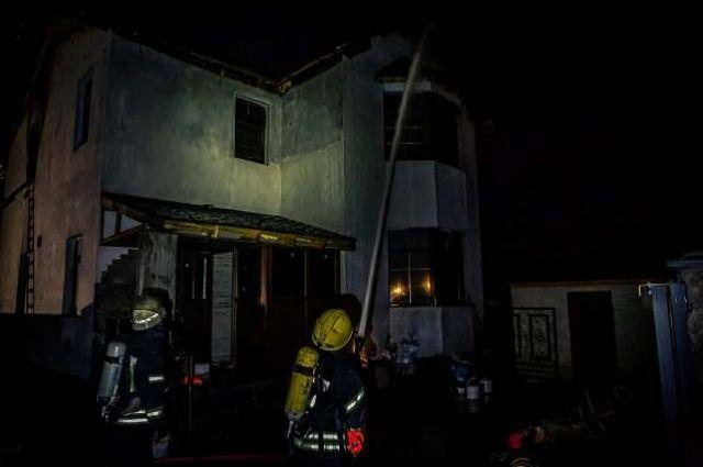 В Киеве произошел пожар в частном жилом доме: есть пострадавший.