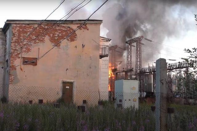 Дым от пожара был заметен с улицы Фестивальной в Апатитах и со стороны дачных участков.