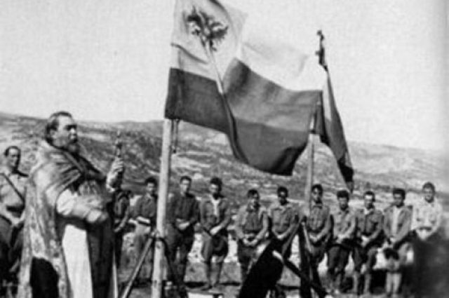 Русские добровольцы во время Гражданской войны в Испании. Богослужение на позициях на Эль Контадеро. 1937 г.