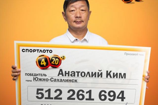 Мужчина пришел за деньгами уже на следующий день, так как по счастливому стечению обстоятельств находился в момент розыгрыша в Москве.