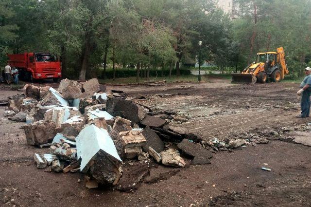В Оренбурге в парке им.Гуськова не смогли починить фонтаны и демонтировали их.