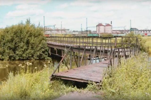 Родители запретили мальчику ходить на реку.