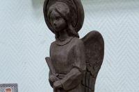 Прототипом стал чудом уцелевшей деревянный ангел Троицкой церкви XIX века.
