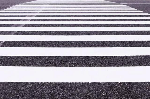 В ГИБДД напоминают: водители обязаны снижать скорость перед пешеходным переходом.