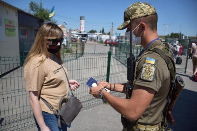 Все КПВВ на Донбассе открыты, но пропуск осуществляется лишь в двух - МВД.
