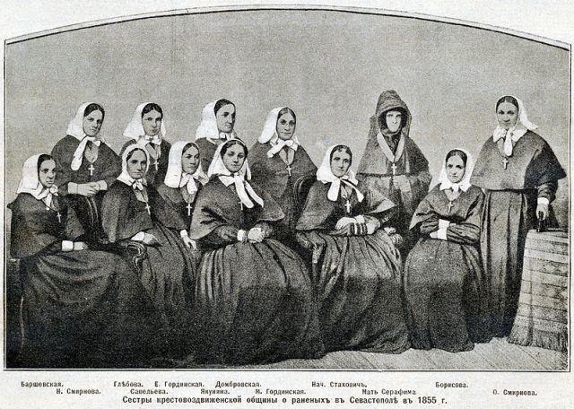 Военные медики по достоинству оценили уровень подготовки выпускниц женских врачебных курсов.