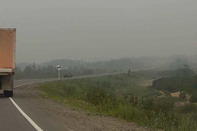 В 40 километрах от Николаевска-на-Амуре горит лес на площади 600 га. Западный ветер сносит дым на север Сахалина.