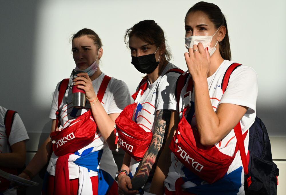 Члены олимпийской сборной России в аэропорту Ханеда в Токио