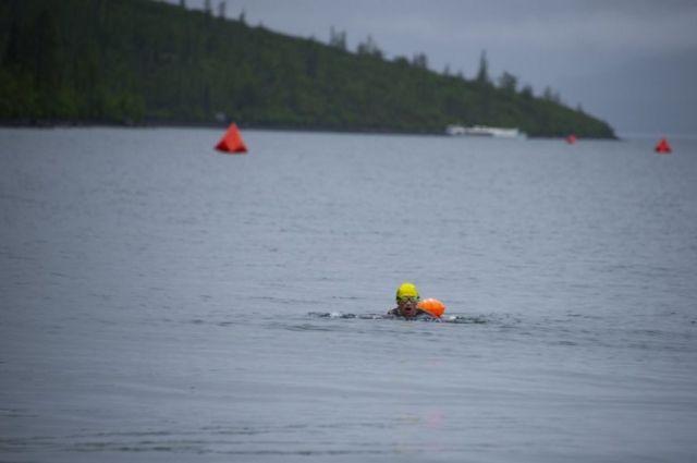 Подобного рода соревнования впервые проходили на воде с температурой 6 градусов по Цельсию.