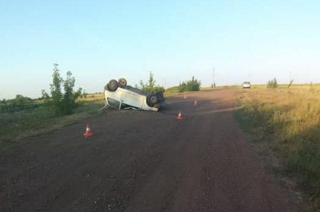 Водитель «Оки» не справился с управлением и машина перевернулась.