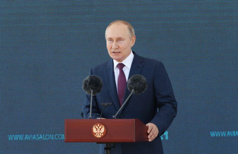 Владимир Путин выступает на церемонии открытия Международного авиационно-космического салона МАКС-2021