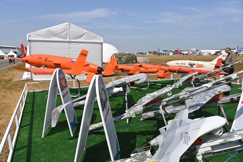 Беспилотные летательные аппараты, представленные на стенде АО «ЭНИКС» на Международном авиационно-космическом салоне МАКС-2021
