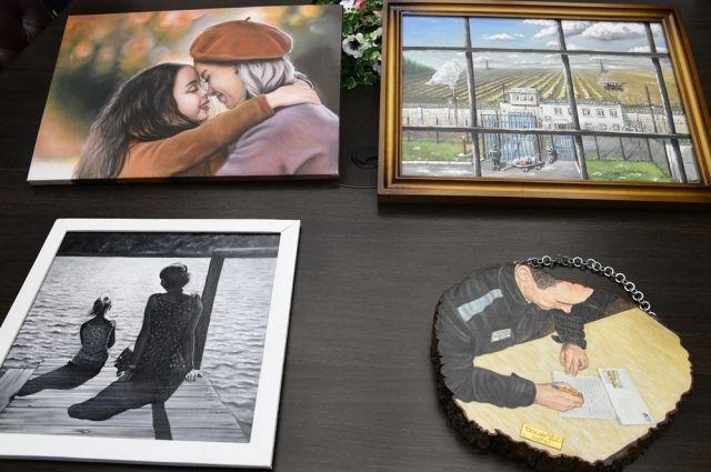 Четыре картины будут выставлены в Москве.