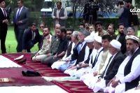 Президент страны Ашраф Гани, а также другие политики и официальные лица собрались в президентском дворце на молитву в честь праздника.