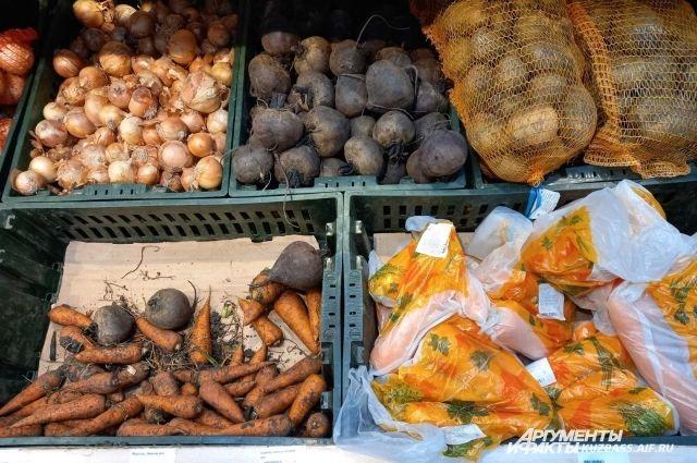 Хоть и небольшой, но выбор, какие овощи покупать, пока ещё есть.