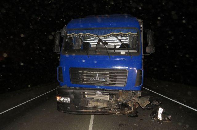 В столкновении легкового и грузового автомобилей в Новосергиевском районе погиб человек.