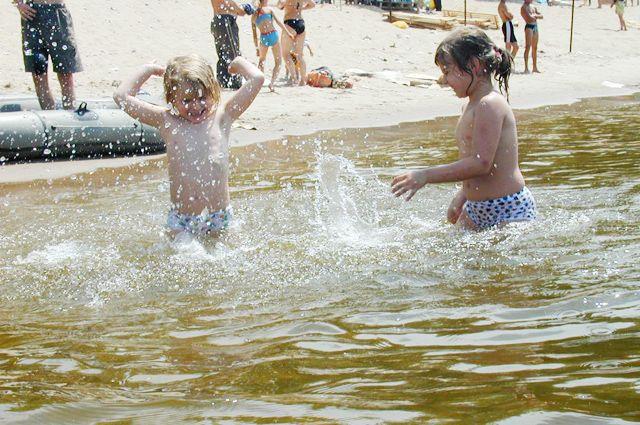 Если малыши в воде, глаз с них нельзя спускать ни на минуту.