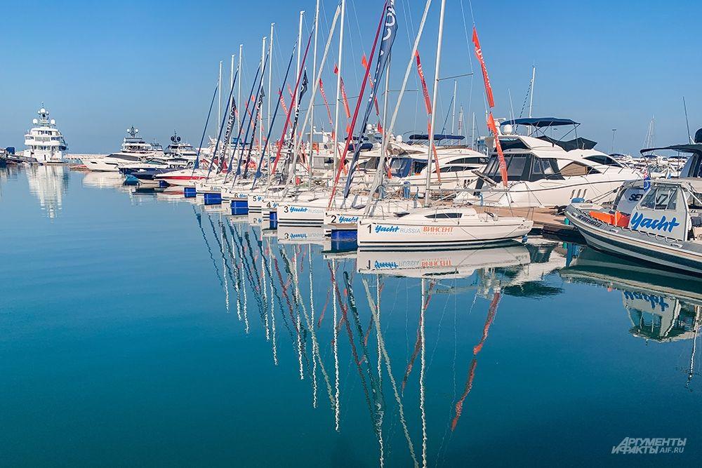 Сочинский морской порт не одно десятилетие привлекает множество туристов со всего мира.