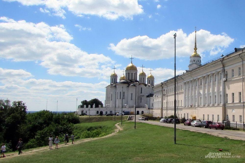 Тропа к Успенскому собору Владимира.
