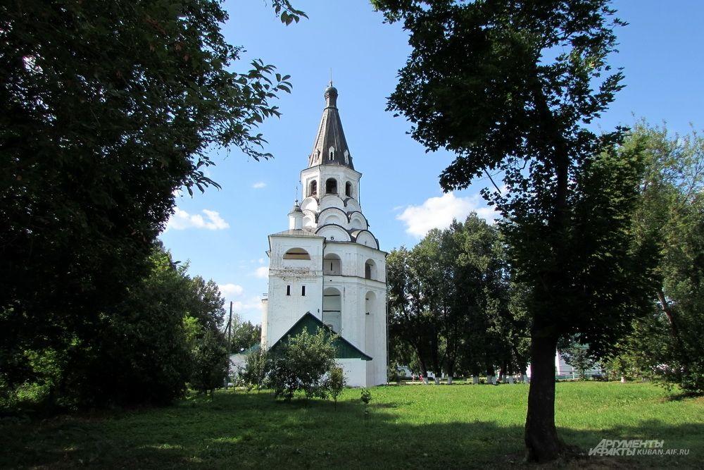 Распятская церковь-колокольня в Александрове.