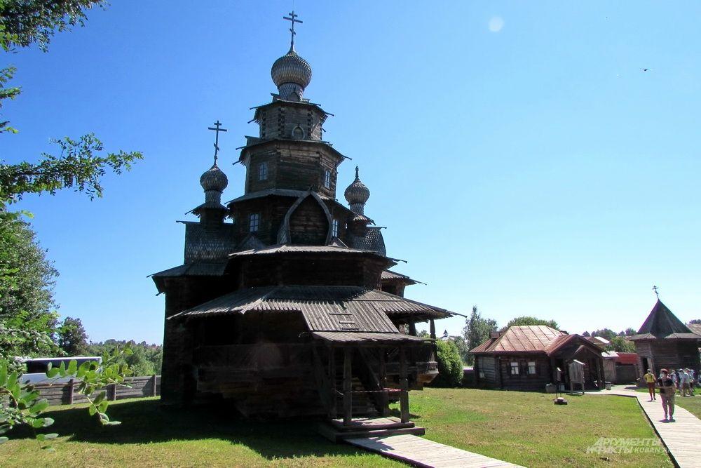 Преображенская церковь из села Козлятьево, перевезённая в музей деревянного зодчества Суздаля.