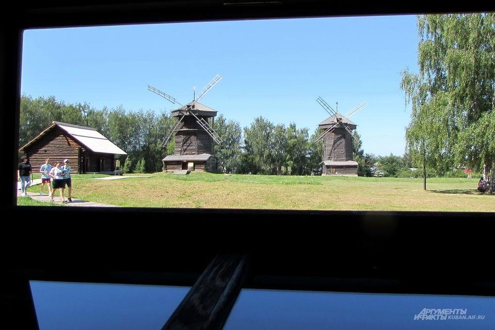 Мельницы в суздальском музее деревянного зодчества.