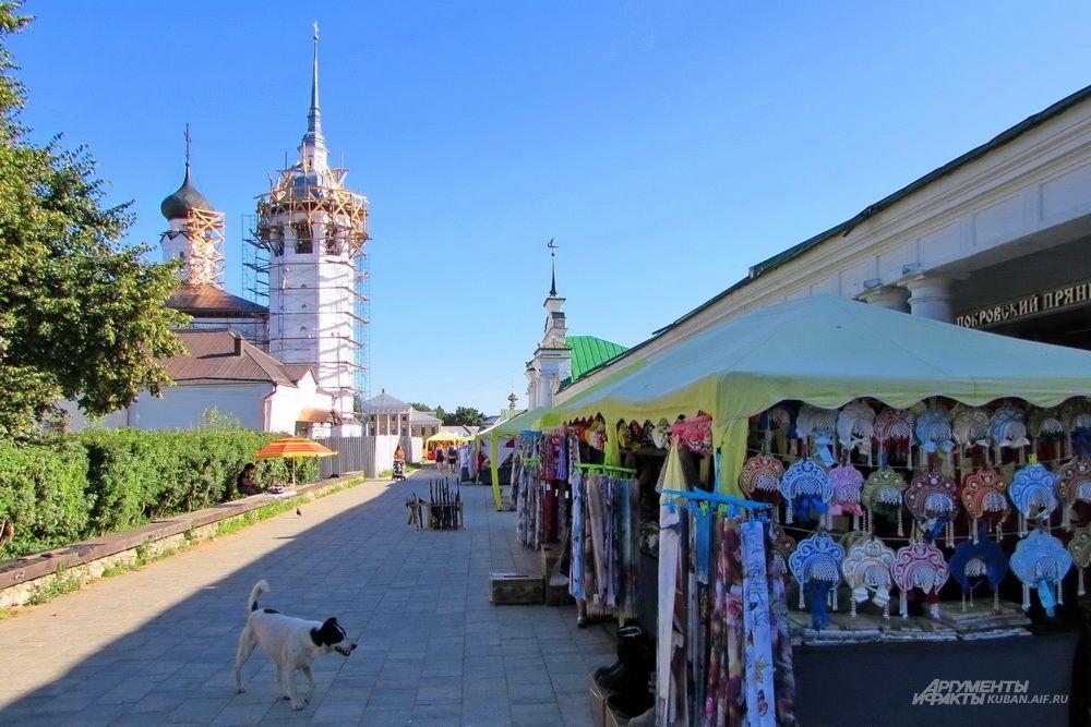 Торговые ряды в центре Суздаля.