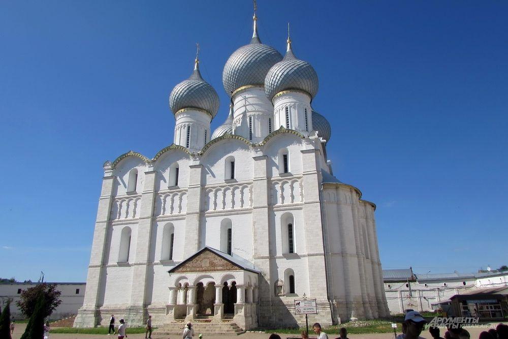 Успенский собор в Ростове Великом.