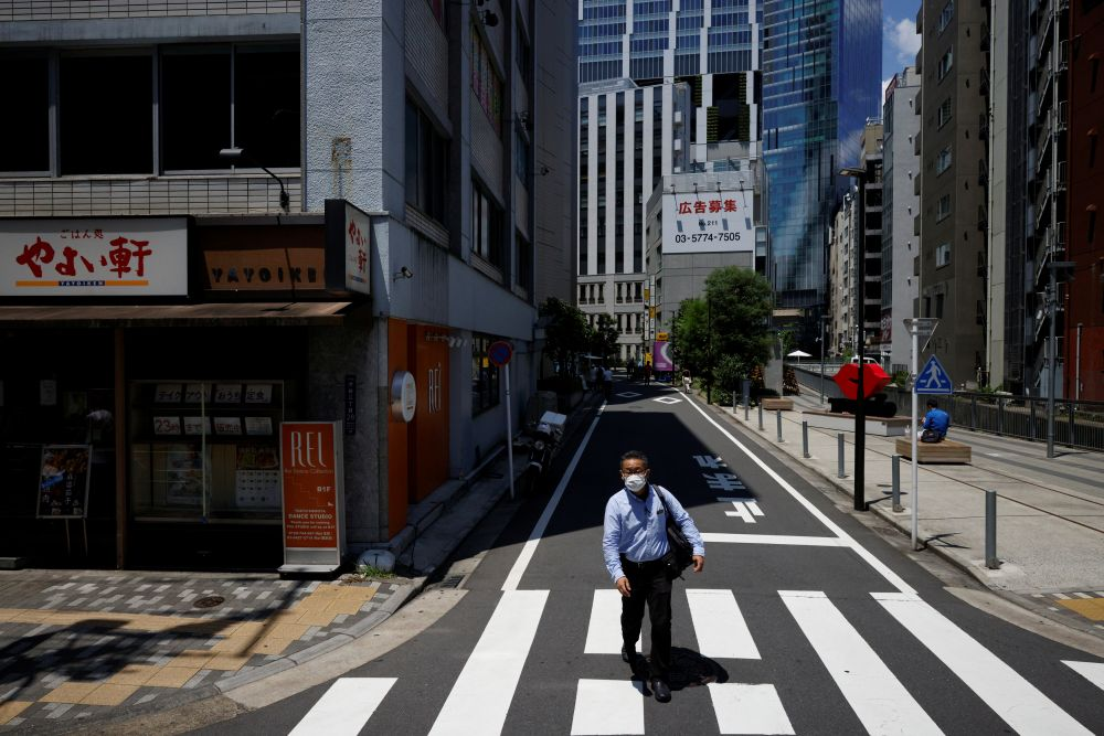 Мужчина на одной из улиц города