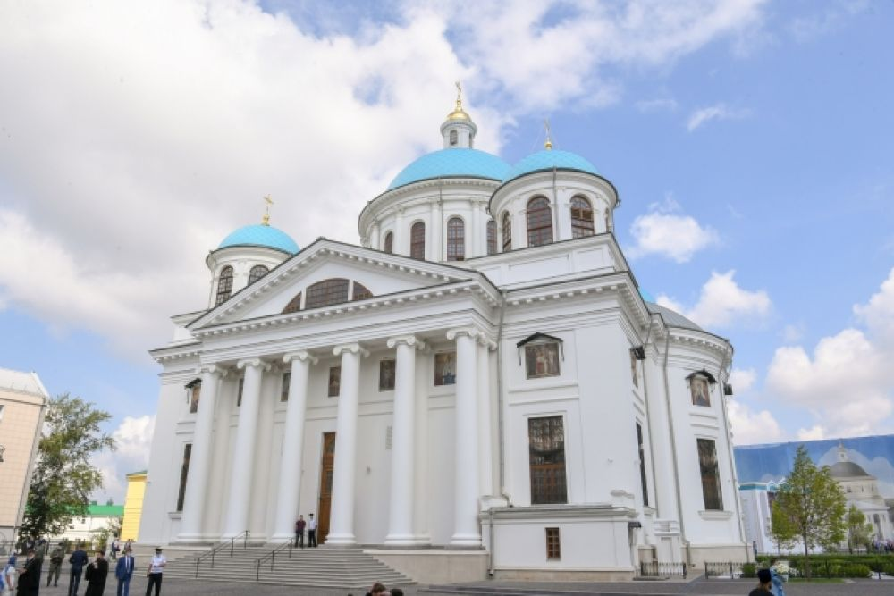 Воссозданный храм воспроизводит архитектурный стиль собора начала 19 века.