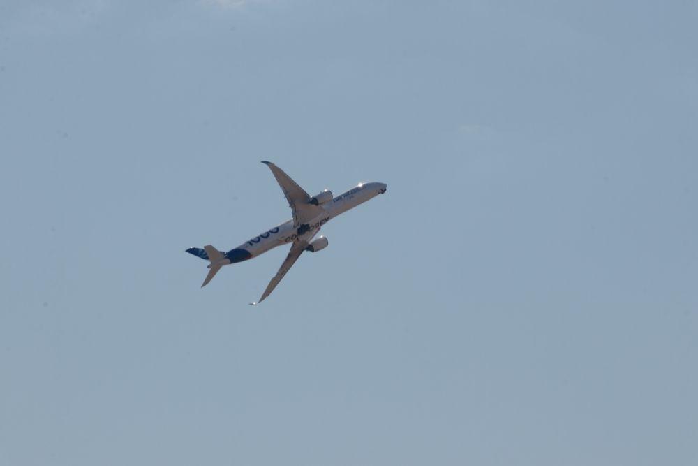 Компания Airbus впервые представила российской публике самый большой в своём семействе широкофюзеляжный самолёт А350-1000.