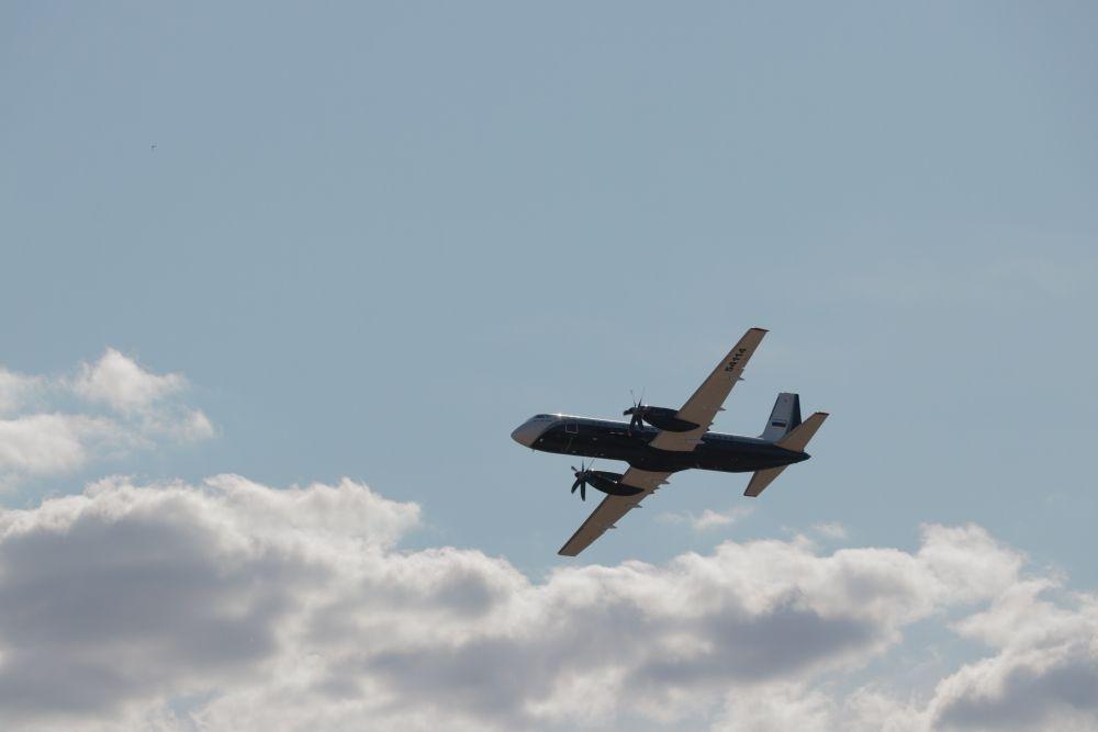 Региональный турбовинтовой пассажирский самолёт ИЛ 114-300 для местных авиалиний совершает первые демонстрационные полёты для широкой публики.