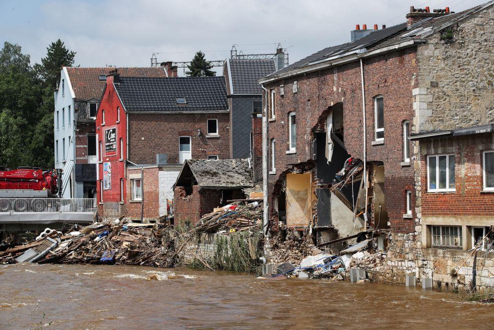 Последствия наводнения в бельгийском посёлке Пепенстер