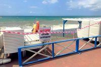 Все пляжи Сочи пока остаются закрытыми для купания.