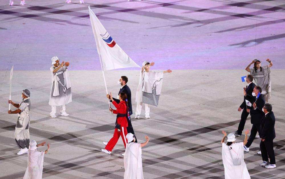 Команда ОКР во время парада атлетов на Национальном олимпийском стадионе