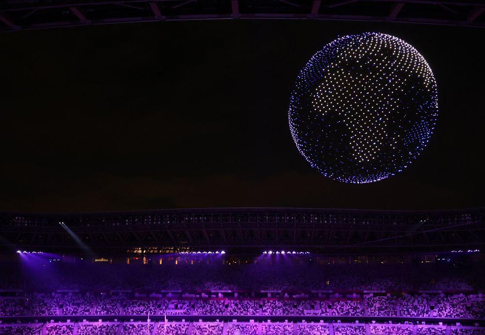 Около 2000 тысяч дронов «нарисовали» в ночном небе Токио эмблему Олимпийских игр во время церемонии открытия Олимпиады