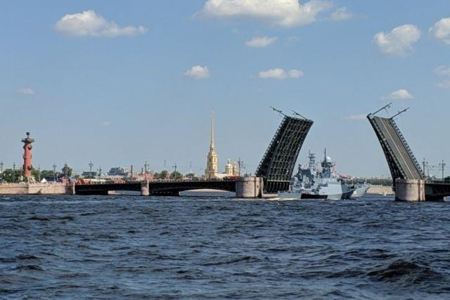 25 июля в Петербурге пройдет главный военно-морской парад. В 2021 году отмечается 325-летие российского флота.