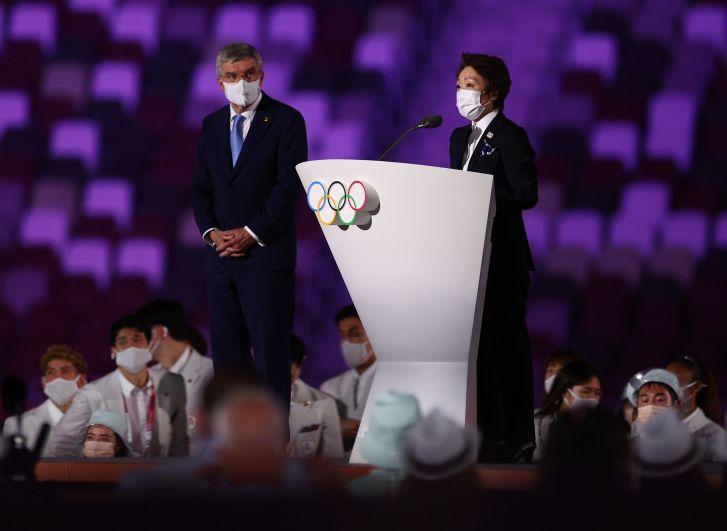Президент Международного олимпийского комитета Томас Бах и председатель организационного комитета «Токио-2020» Сэйко Хасимото на церемонии открытия на Национальном олимпийском стадионе