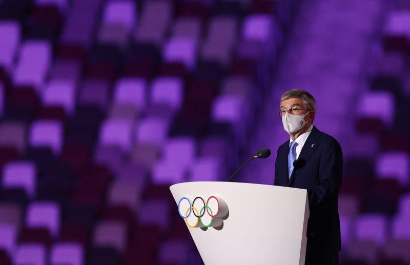 Президент Международного олимпийского комитета Томас Бах на церемонии открытия на Национальном олимпийском стадионе