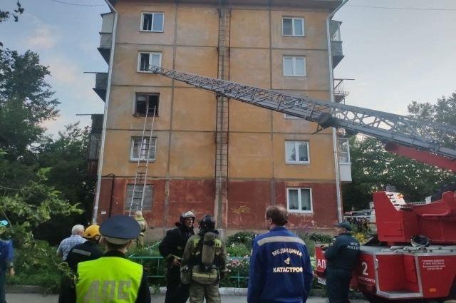 10 человек эвакуировались сами, ещё семерых вывели спасатели.