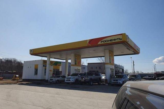 «РН-Востокнефтепродукт» увеличил объем доставки топлива на автозаправки региона для стабильного и бесперебойного поддержания работы розничной сети в условиях повышенного спроса в регионе.