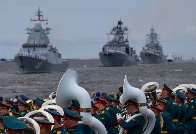 Главный военно-морской парад в честь Дня ВМФ в Кронштадте.